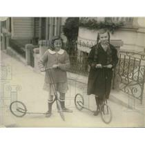 1922 Press Photo Betty Ford & a friend, regular kids with scooters