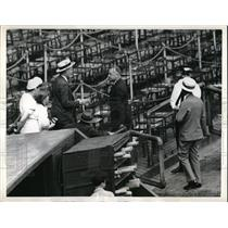 1941 Press Photo Manager Frankie Fisch Pirates walks up to box seats - neb36563