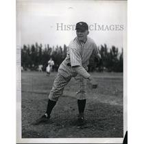1942 Press Photo NY Yankee pitcher Spurgeon Chandler in action