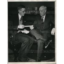 1933 Press Photo NEA writer Robert Talley & Iowa Gov. Clyde Herring