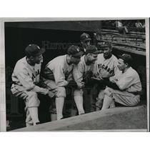 1934 Press Photo Jimmy Dykes Talking to Chicago White Sox Players