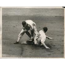 1940 Press Photo Chicago White Sox Eric McNair Making Play In 2nd Inning