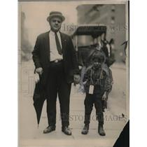 1922 Press Photo Edward Schiapelli Of Children's Society With Young Boy