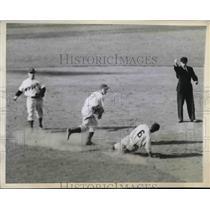 1944 Press Photo Charles Letchas of Phils Slides, Specs Basinski of Dodgers