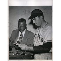 1947 Press Photo Clarence Lott Giants pitcher with Clarence Wadley - nes00536