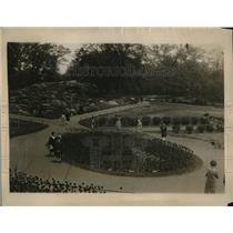1926 Press Photo of Strikingly Beautiful Tulip Beds in Bronx Botanical Gardens
