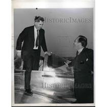 1945 Press Photo Flying Lesson Sec. of Commerce Henry A. Wallace Burton