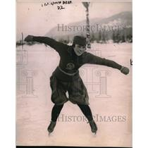 1922 Press Photo Miss Rose Johnson on ice skates - nes03142