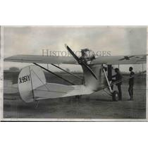 1931 Press Photo Earl McClary Climbing Into His Odd Plane Near Los Angeles