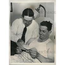 1939 Press Photo Earl Averill Indians Sammy Hale Read Trade Telegram MLB Tigers