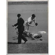 1947 Press Photo Harry Walker Philadelphia Phillies, Bill Rigney, Ump Goetz