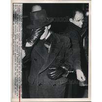 1949 Press Photo Valentine Gubitchey in custody for espionage goes to court NYC