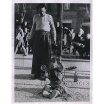 1955 Press Photo 4 yr old escape artist Antonio Gumina performs in Rome