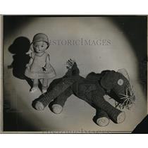 1926 Press Photo A doll and a ragdoll dog