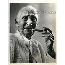 1937 Press Photo Martha Weeks Turns 109, Smokes Corn Cob Pipe, Tampa, Florida