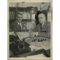 1922 Press Photo Daniel Heit And WL McMenimen Negotiate Settlement