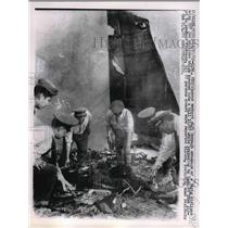 1962 Press Photo Rescue Workers Sift Thru Wreckage of Varig Airlines Boeing 707