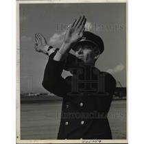 1938 Press Photo American Airliners Passenger Agent D.E. Nichlion - nea85717