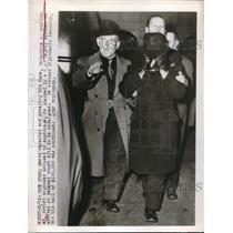 1949 Press Photo NYC, Valentine Gubitchey in custody for espionage goes to court