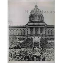 1935 Press Photo Crowd Gathers At State Capitol In Harrisburg - nea85816