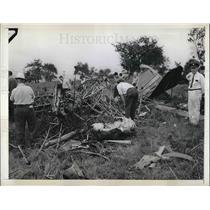 1941 Press Photo Burned Wreckage of Stinson Monoplane in North Haven, CT