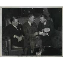 1934 Press Photo Leo Dorocher team captain of the St Louis Cardinals talks to