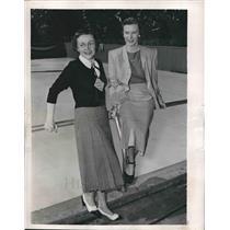 1950 Press Photo Mrs James Skinner Jr and Mrs DeLeslie Allen after being elected