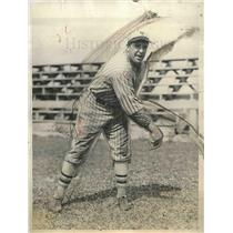 1937 Press Photo Giants Pitcher Fred Fitzsimmons Pitches At Training Camp