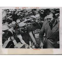 1949 Press Photo Champion Boxer Max Schmeling starts German Cyclist off Race.