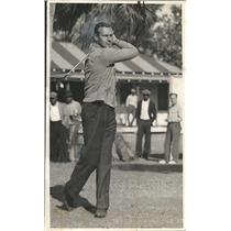 1936 Press Photo Boston Red Sox pitcher Wes Ferrell out golfing