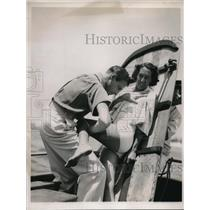 1937 Press Photo Dr. Walter Wilkes, Bunny Seawright, getting trim - neb47716