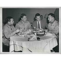1946 Press Photo Pilots Jack Richardson, Hugh Flynn, Col Leon Gray, Major Olds
