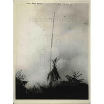 1926 Press Photo Lauhala Tree Attached to Radio in Grass Hut of Lucia Maekena
