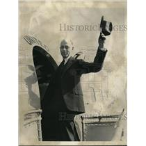1937 Press Photo Reginard Margeson, Boston physician, boarding plane - neb50815