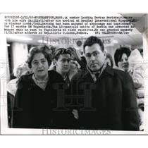 1969 Press Photo Destan Barisha walks w/ his wife Ottilie after his arrival at