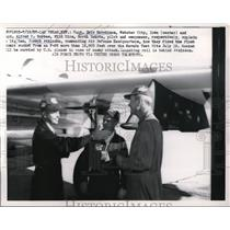 1957 Press Photo Capt Eric Hutchison& Capt Alfred Barbee Discussed