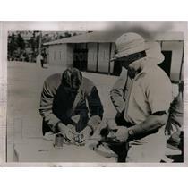 1935 Press Photo Dr. Robert Hockman, American Red Cross, Capt. R. Taylor
