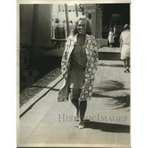 1929 Press Photo Alice Waterman Prepares For Swim On Vacation In Palm Beach, FL