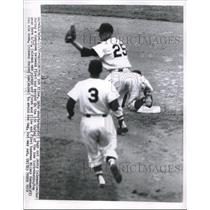 1955 Press Photo Bob Kline of Nationals Tags Jerry Coleman of New York Yankees