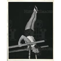 1936 Press Photo Ruth Schroeder on Horizontal Bars at 35th National Turnfest