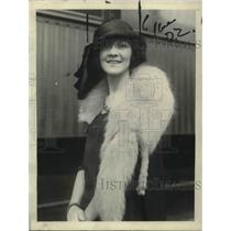 1922 Press Photo Miss Ernest Cambell on way to be Pageant Queen