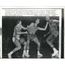 1958 Press Photo Cliff Hagan, St. Louis Hawks, Phil Jordan, Detroit Pistons