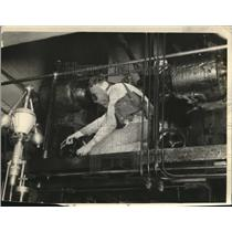 1923 Press Photo Worker building an ammonia tank