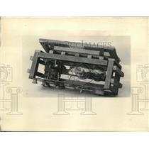 1925 Press Photo A old time radio & its components