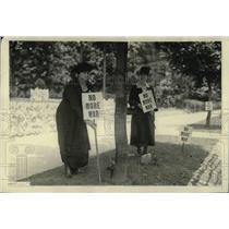 1922 Press Photo Mrs. Bradley Snyder accompanied by Mrs. Joseph Phillips, Pres.