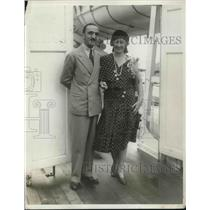 1930 Press Photo Sailing on SS Ile De France from New York Comm Rota and wife