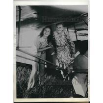1945 Press Photo Mount Vernon Illinois Mary Gregory Sue Ann Egbert