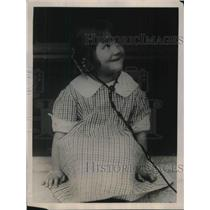 1922 Press Photo Dorothy Hasselbrook, listens to bedtime story on radio