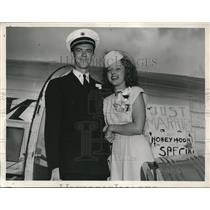 1946 Press Photo Mr. and Mrs Leo steiner Aviation Wedding