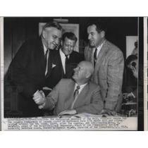 1955 Press Photo George Marshal of Redskins, Jack Hennemier of Stempeders Agree